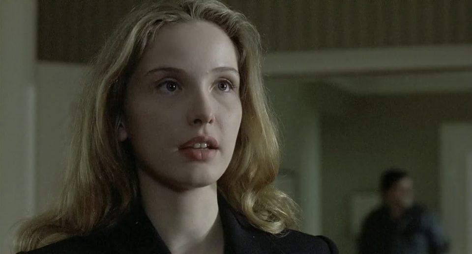 Julie Delpy interpreta Dominique (Tre colori: Film bianco)